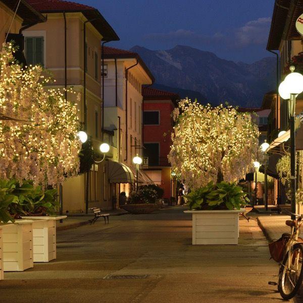 Forte Dei Marmi Shopping By Night Marmi Toscana Villa