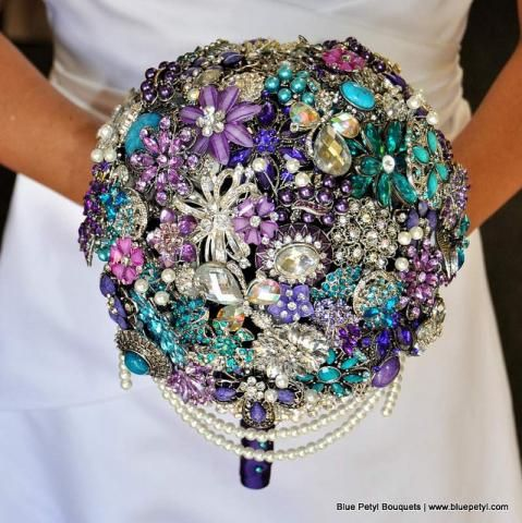Looking For Unique But Inexpensive Wedding Ideas Check Out Our Diy Brooch Bouquet Article To
