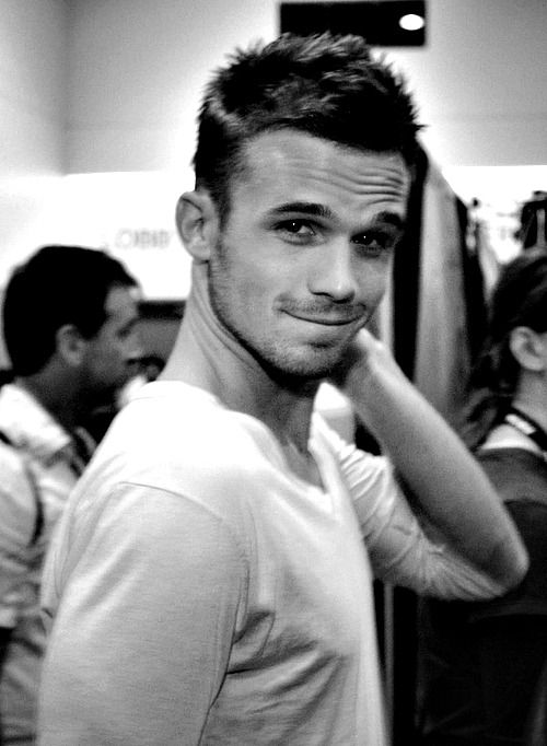 sooo Cam Gigandet is pretty much the hottest man in the world!!!