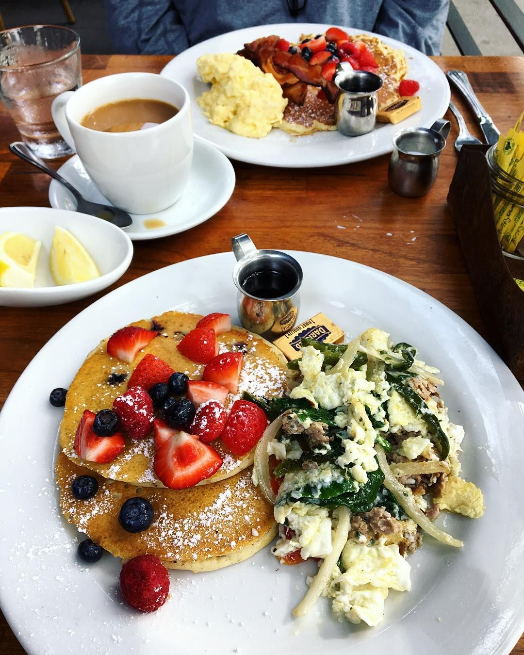 Best Brunch Restaurants In Los Angeles To Eat Brunch Restaurants Brunch Brunch Spots