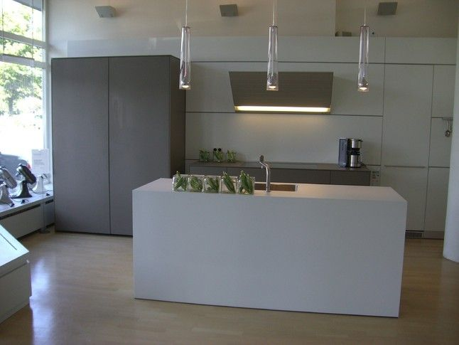 Bulthaup Ausstellungsküche bulthaup musterküche laminat alpinweiß mit monoblock und gaggenau