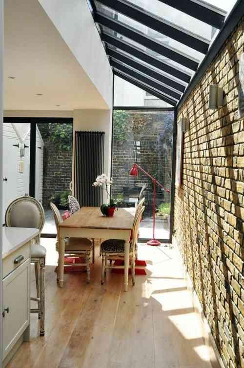 d co salle manger avec mur brique 50 id es originales maison et si nous poussions les. Black Bedroom Furniture Sets. Home Design Ideas