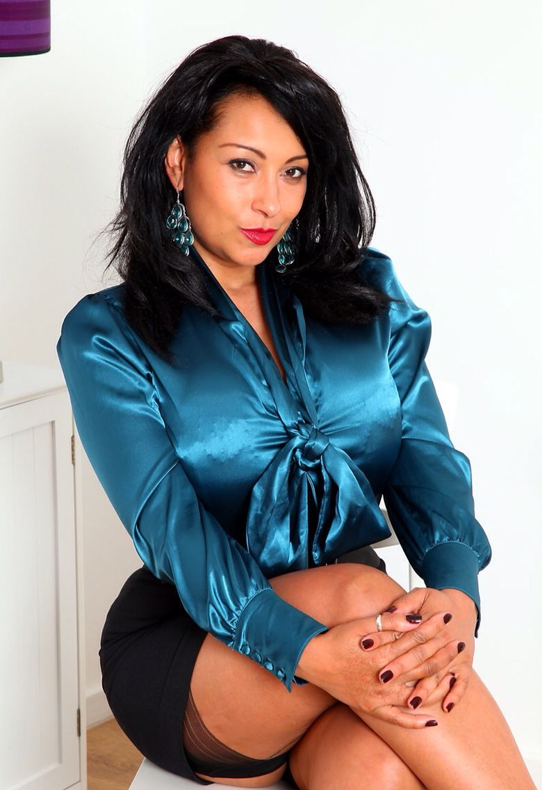Baby In Charge Donna Ambrose Danica Collins Satin Bluse Bow Blouse Mistress