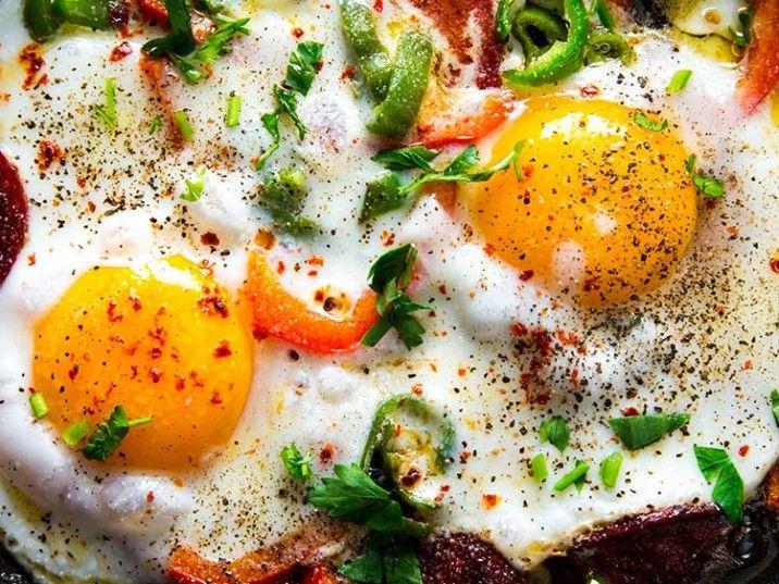 Spiegeleier und Speck - Rezepte, Lebensmittel essen..