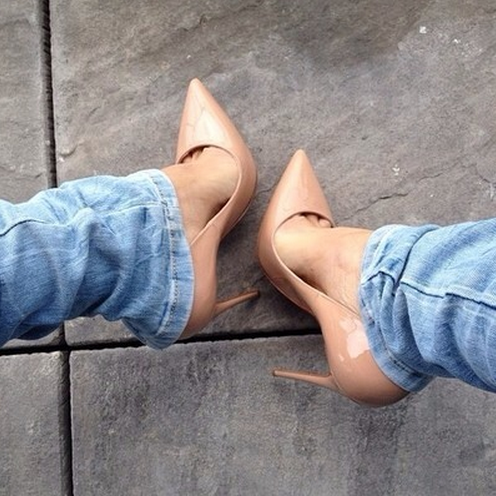 light denim and nude pumps is always a good idea