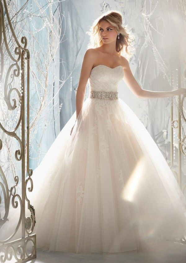 Sweetheart Sleeveless Strapless Tulle Beaded Lace Appliques Wedding Dresses #spitzeapplique