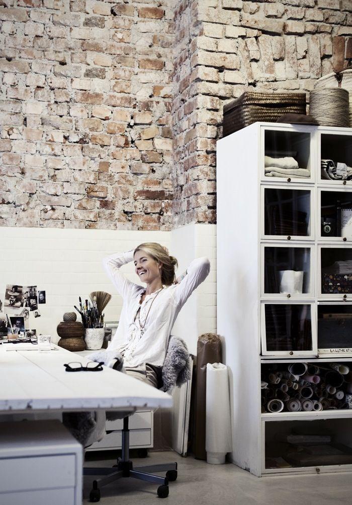 Inspiring studios and creative work spaces craft place ladrillo espacio y oficina en casa Casas rurales ecologicas