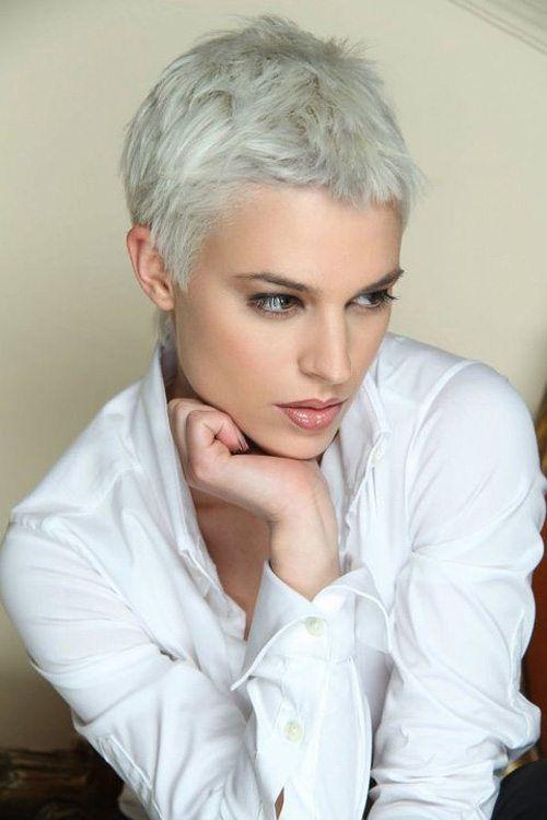 Capelli bianchi corti ragazza