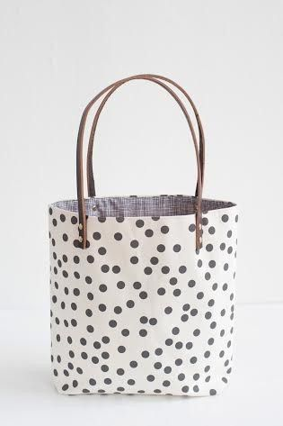 anna joyce 39 s polka dot tote bag showed us the true meaning of love at first sight how can we. Black Bedroom Furniture Sets. Home Design Ideas