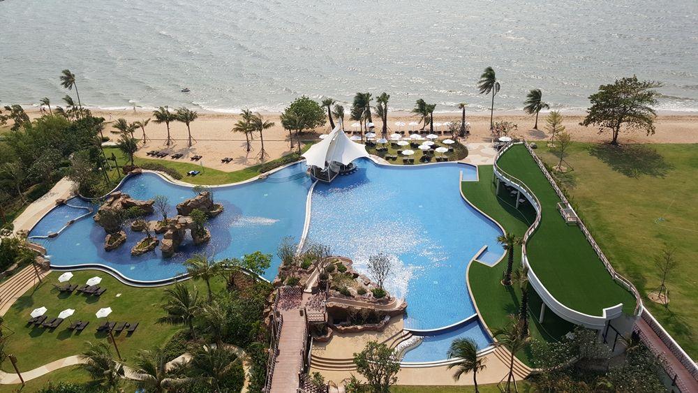 Movenpick Siam Hotel Pattaya Sunbathing Watching The