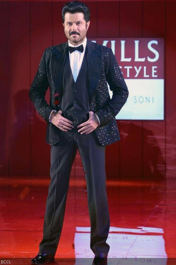 Anil Kapoor Walks The Ramp For Fashion Designer Ashish N Soni During The Grand Finale Of The Wills Lifestyle India F India Fashion Week Fashion Wills Lifestyle