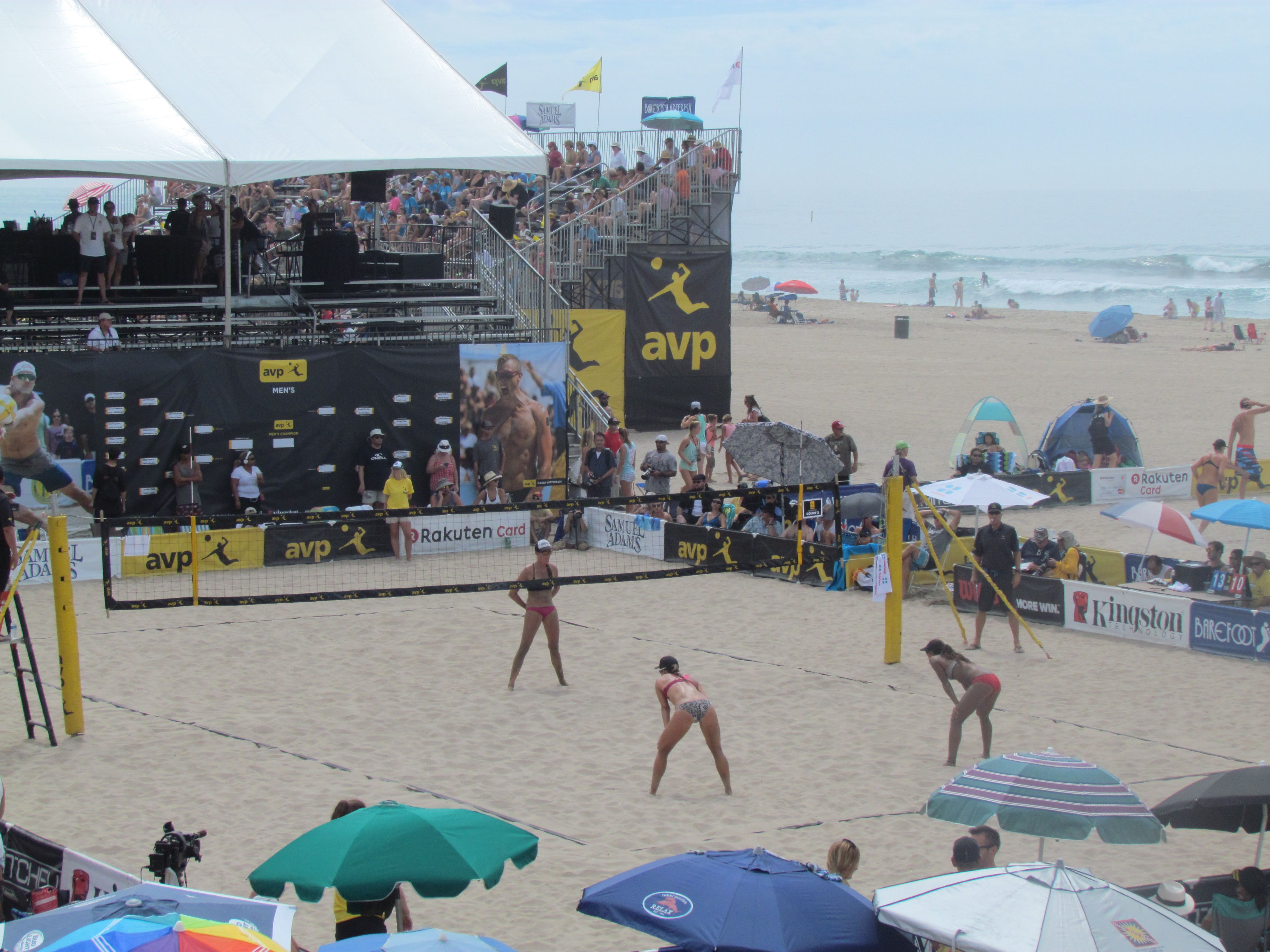 Women S Volleyball Huntington Beach Huntington Beach Beach Women Volleyball