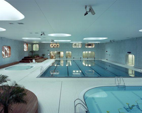 Feng Shui Swimming Pool von Mikou Studio Hallenbäder Therme