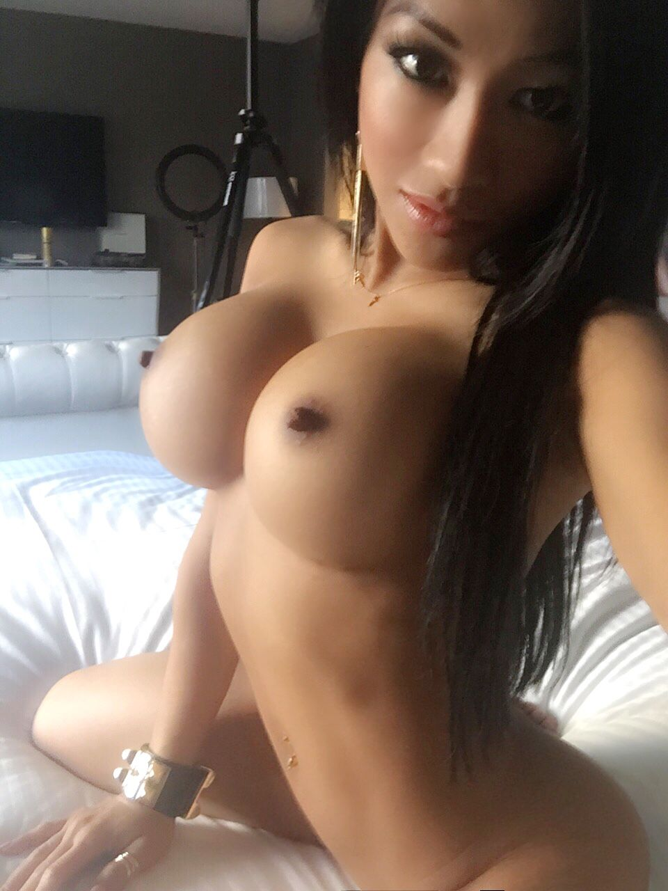 exotic girl with huge tits taking selfies - real amateur girls