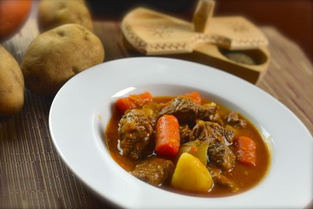 Pressure cook your beef stew with an Instant pot, it makes a delicious hearty stew that takes no time to make.