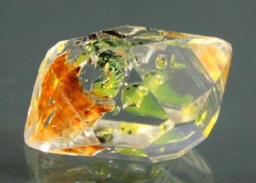 Fluorescent Petroleum Diamond Quartz Crystal / Pakistan