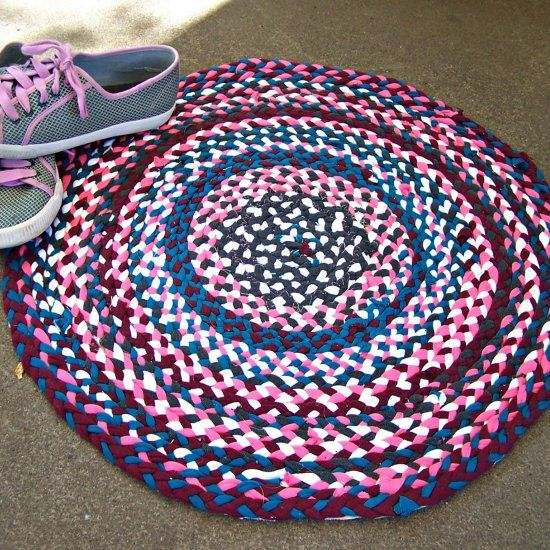 Kittykill Shows You How To Make T Shirt Yarn And A No Sew Braided Rug For The Favorite Room In Your House Manualidades Pinterest Yarns