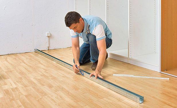 die besten 25 begehbarer kleiderschrank wand einziehen ideen auf pinterest offener. Black Bedroom Furniture Sets. Home Design Ideas