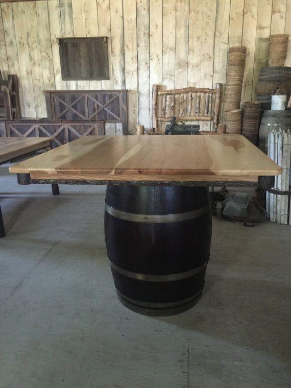 table tonneau de vin carr rustique tonneau en 2019 tonneau de vin tonneau et tonneau bois