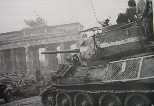 T 34 In Front Of Brandenburg Gate 1945 Soviet Tank Tank Red Army