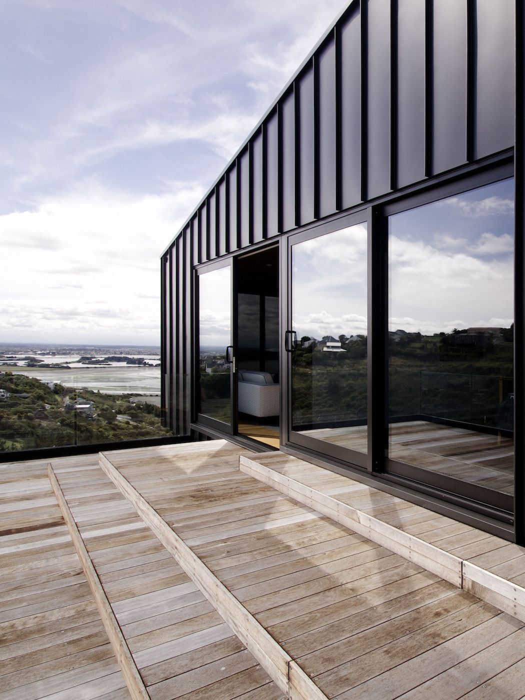 A Black Zinc House Overlooking New Zealandu0027s Southern Alps Amazing Pictures
