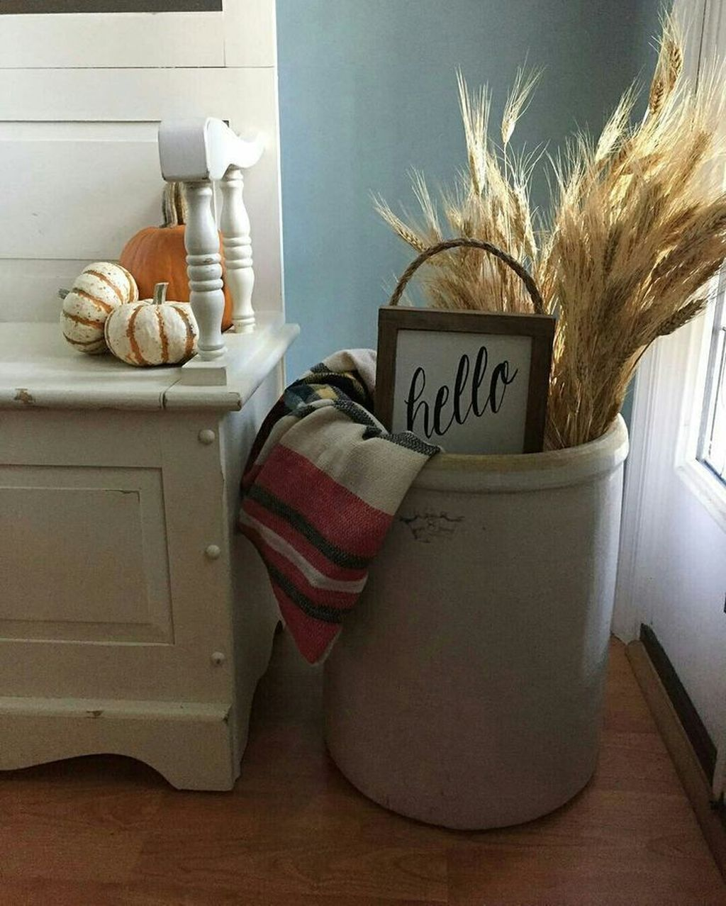 46 Awesome Farmhouse Fall Decor Ideas Perfect For Any Room Model - HOOMDESIGN #falldecor