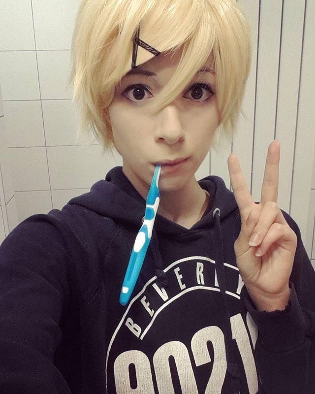 Proof I'm brushing my teeth! #yoosung #yoosungcosplay #cosplay #mysticmessenger #mysme #mysticmessengercosplay #cosplayer #anime #manga #otome #otomegame #lolol