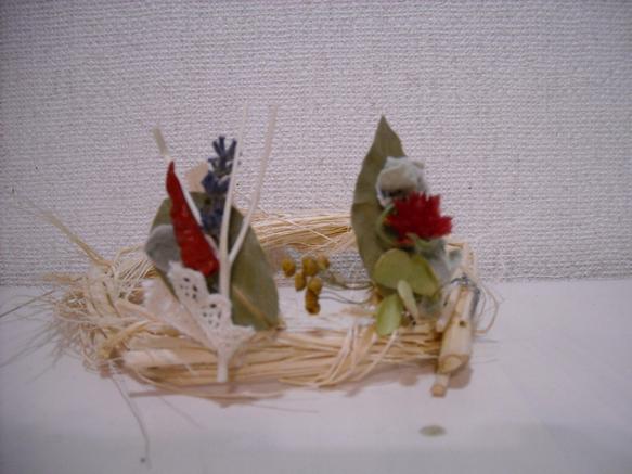 木製のクリップにドライフラワーで飾り付けちょっとクリスマスも意識して赤いを入れてます。画面左 ローリエ・とうがらし・ラベンダー・三叉画面右 ローリエ・千日紅・...|ハンドメイド、手作り、手仕事品の通販・販売・購入ならCreema。