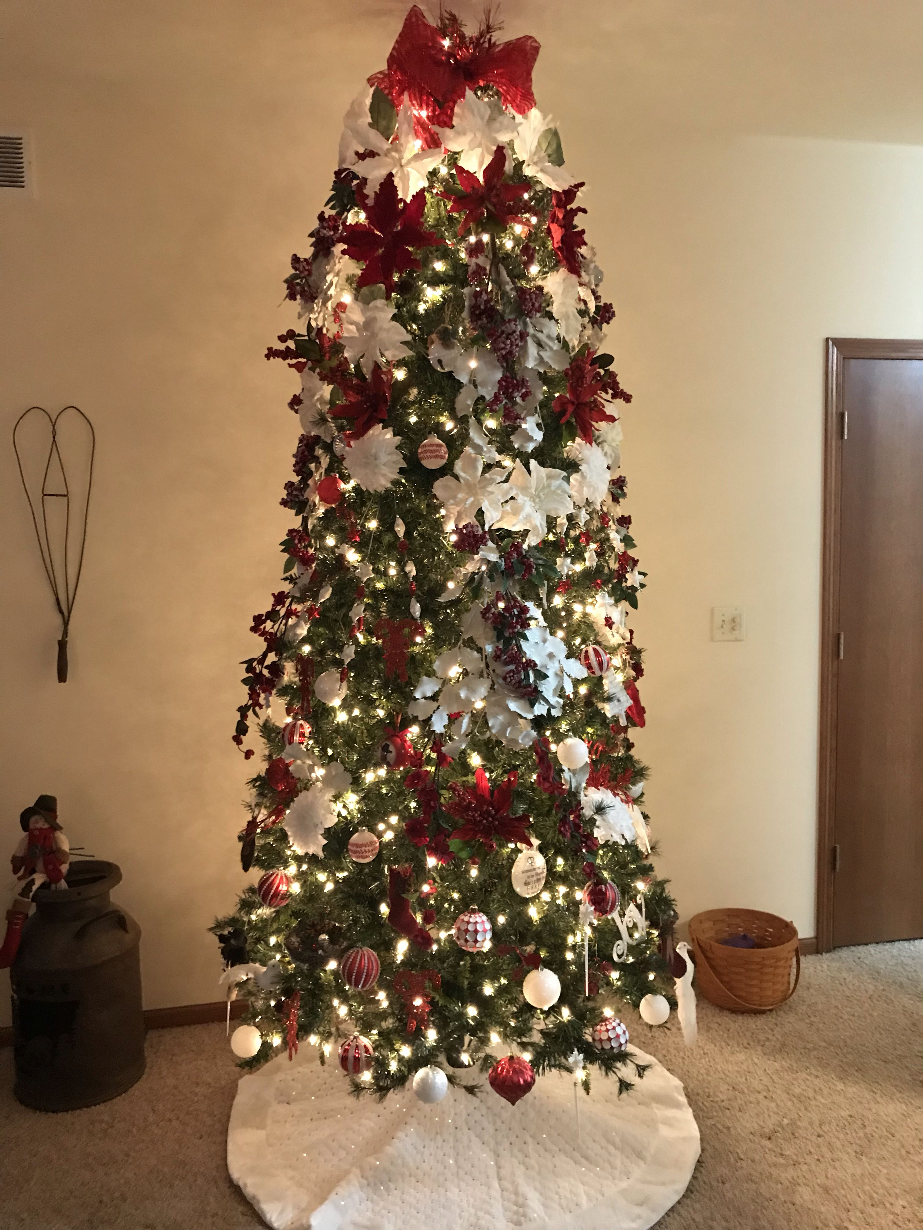 Tree Decorated With Berries White Holly Red An White Poinsettias White Chrysanthemums An Red An White White Ornaments Tree Decorations White Chrysanthemum