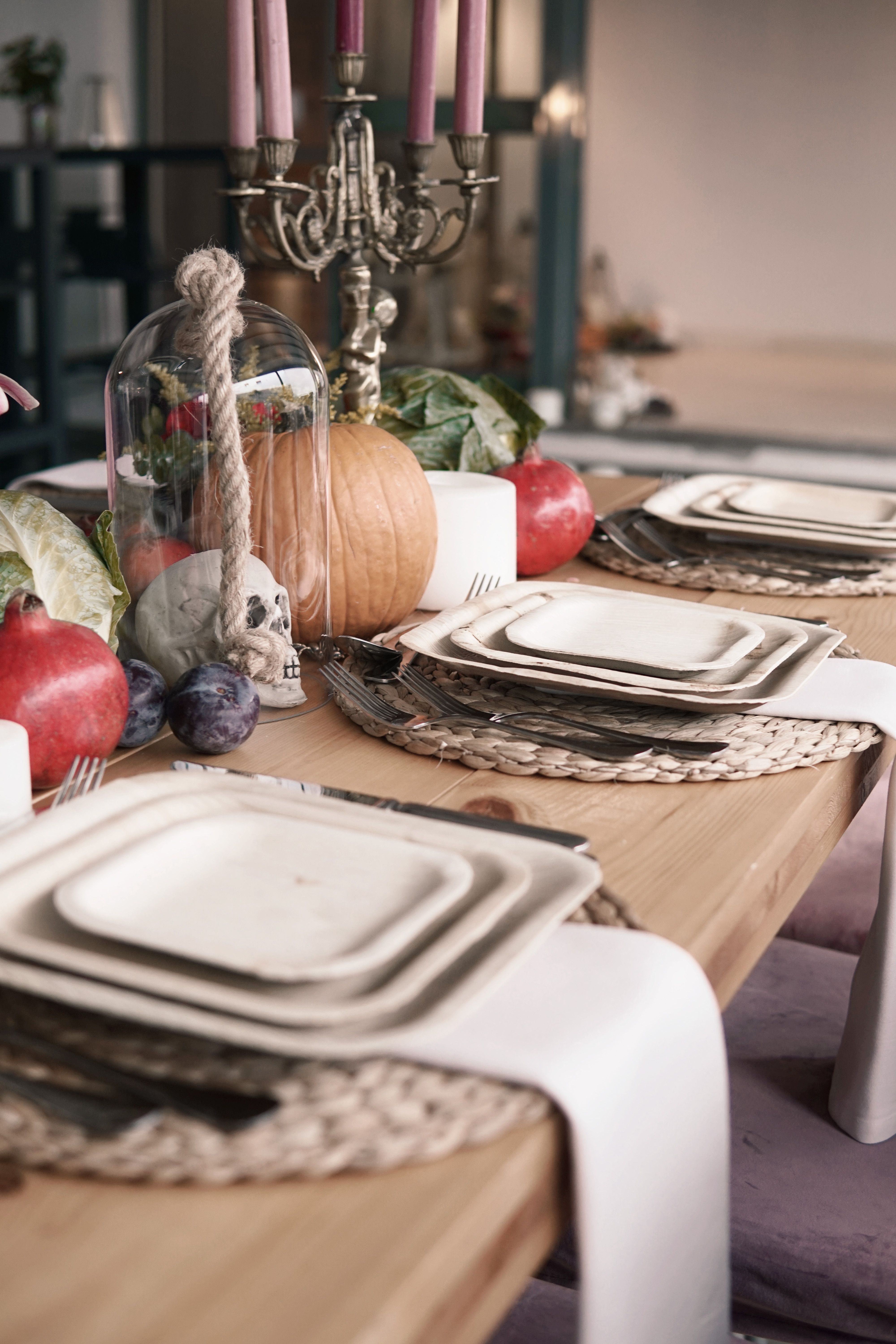 Beautiful Thanksgiving Table decoration with sustainable palm leaf plates. Halloween table decor by Wild Leaf & Beautiful Thanksgiving Table decoration with sustainable palm leaf ...
