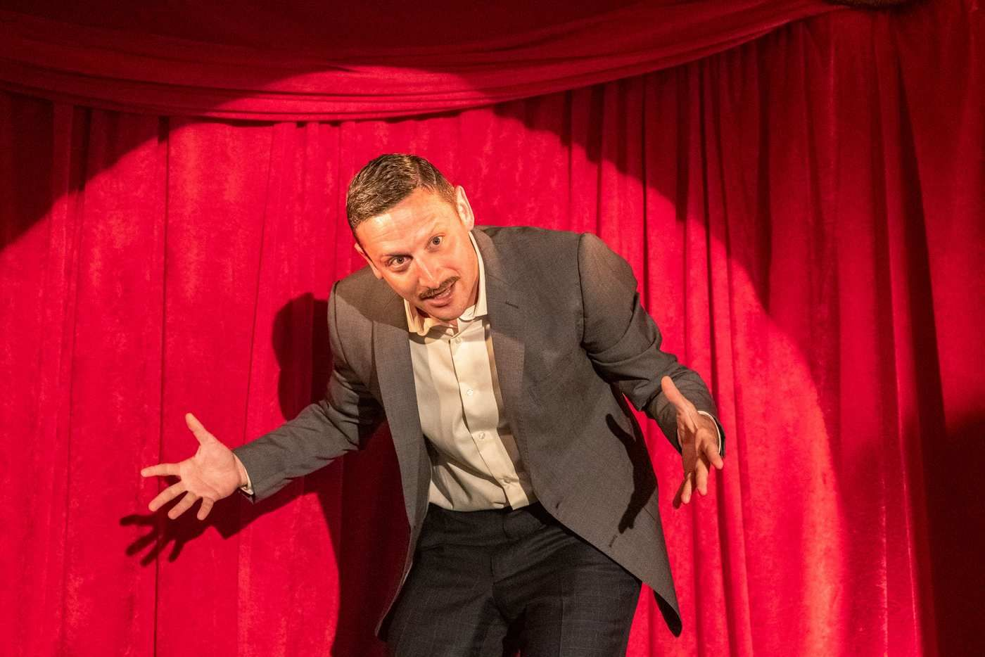 Tim Robinson S Netflix Sketch Show Is Comedy Perfection Funny Sketches Netflix Best Dating Apps