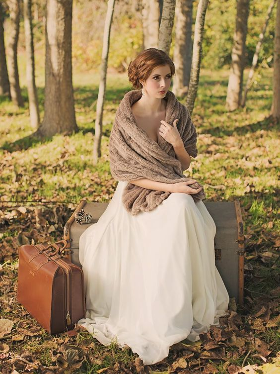 195c19c3e3255 34 Trendy Fall Wedding Coverups To Rock: #7. Brown faux fur stole for a  vintage bridal look
