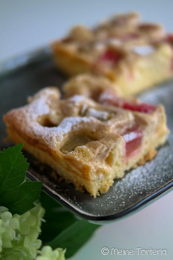 Rhabarberkuchen mit Puddingguss vom Blech - Meine Torteria