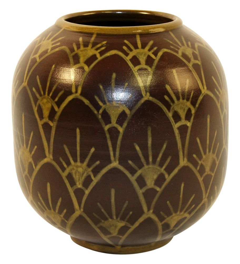 University Of North Dakota Pottery Bentonite Vase (Johnson-Huck)