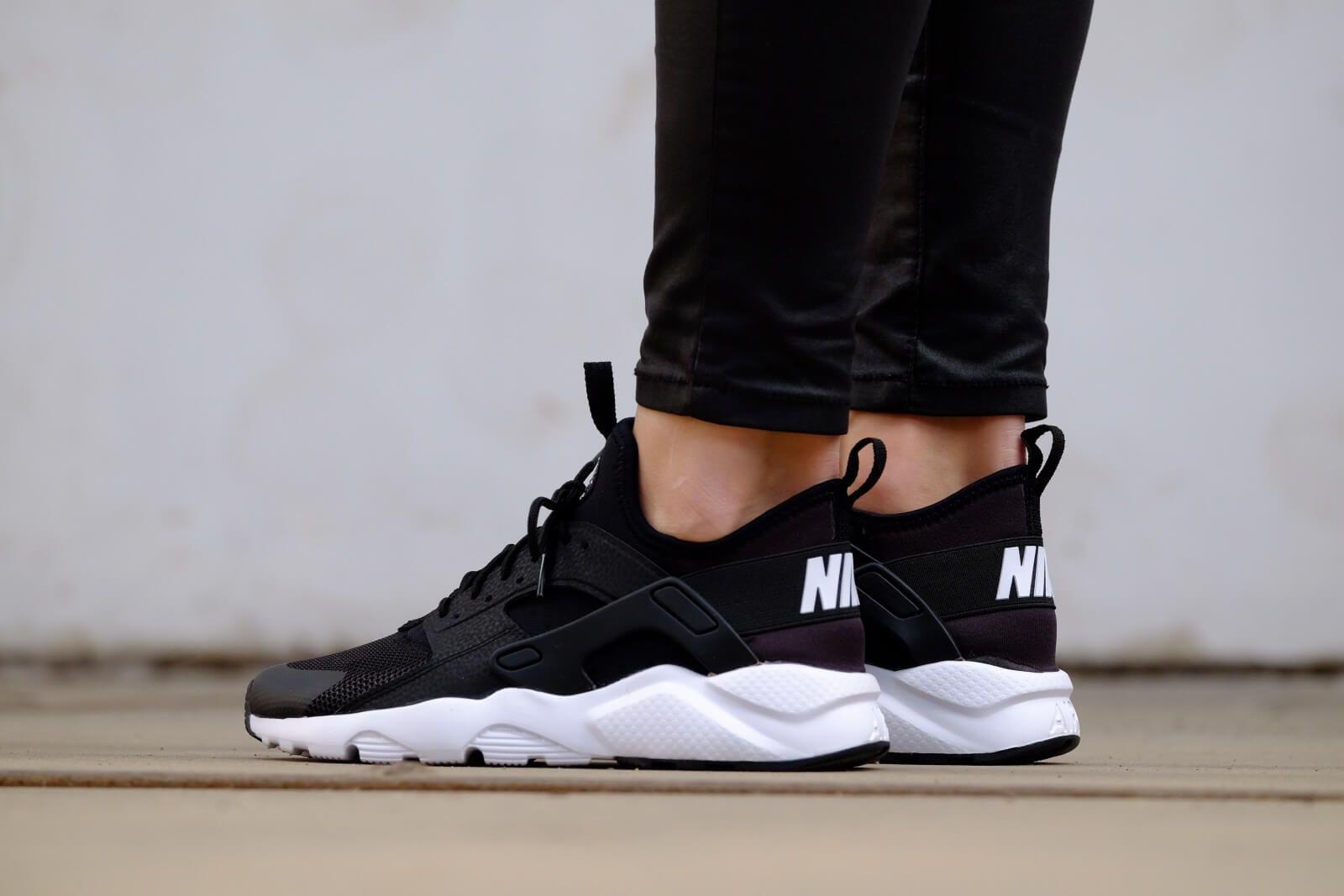 Sofisticado árabe Disminución  Nike Air Huarache Ultra Black And White | Nike air huarache black, Nike air  huarache, White gym shoes