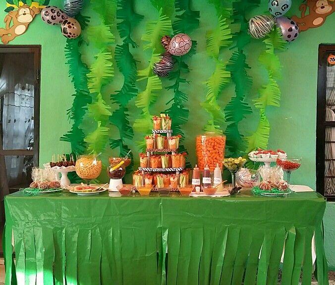 Mesa de fruta y botanas fiesta safari 8 a os iyani for Decoracion de frutas para fiestas infantiles