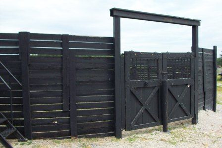 round pen closed... black, love it of course!