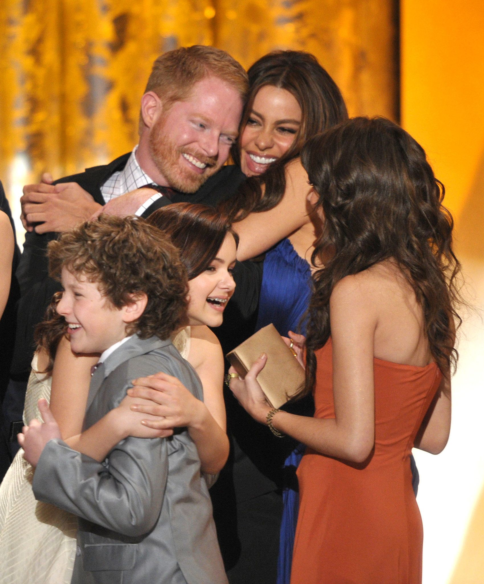 Memorable Sag Awards Snaps To Get You Excited For The Show Modern Family Tv Show Modern Family Cast Modern Family