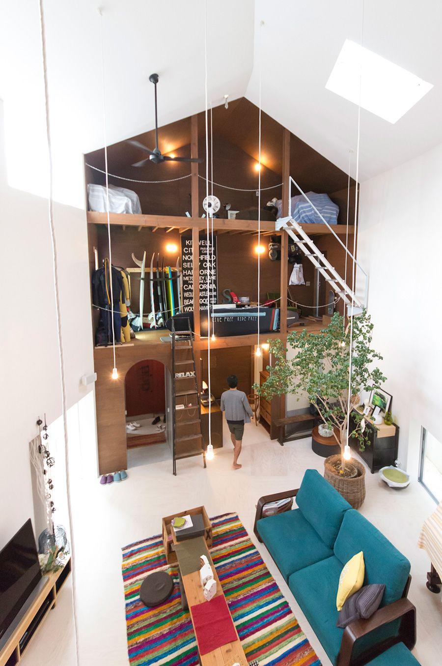 雅一さんのサーフハウスのサイド。リビングから見えるu201cガレージu201dという. Interior ArchitectureInterior DesignMountain  HousesHouse DesignSmall ...