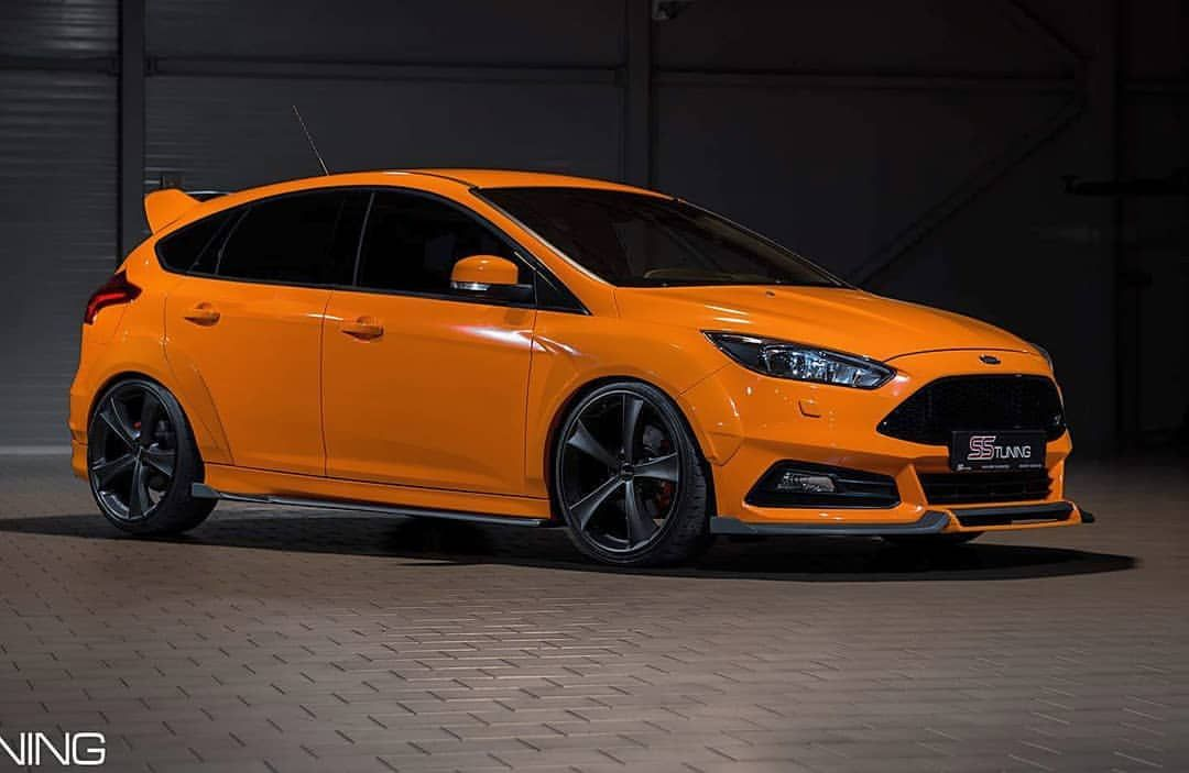 Hot St With Full Body Kit By Ss Tuning Perfect Look Frostwhite Fenderflares Sstuning Ss Tuning Fordnat Ford Focus St Ford Focus Rs Ford Focus