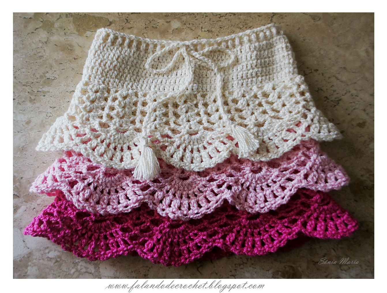 Child's Crochet Skirt.  Really Nice Tutorial + Charts.   http://falandodecrochet.blogspot.com/2014/04/saia-de-croche-infantil.html