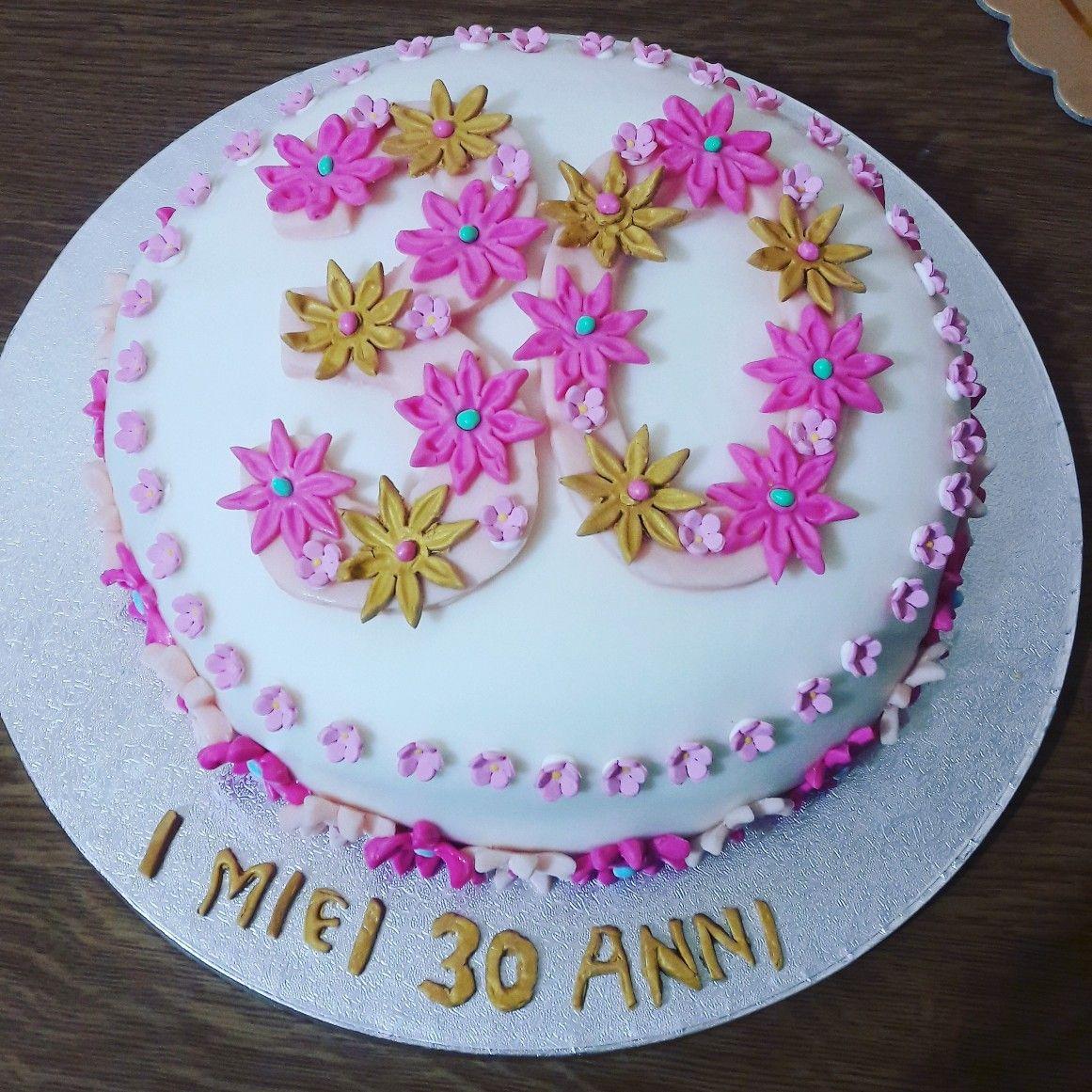 Torta per i miei 30 anni realizzata interamente a mano in pasta di zucchero  ❤