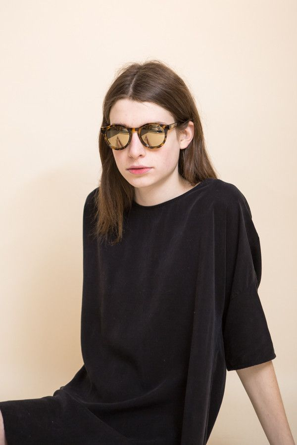 9273796c8e Le Specs Hey Macarena Sunglasses in Syrup Tort is a classic frame with  modern Gold Revo Mirror Lenses. Le Specs protective pouch included. Gold  Revo Mirror.