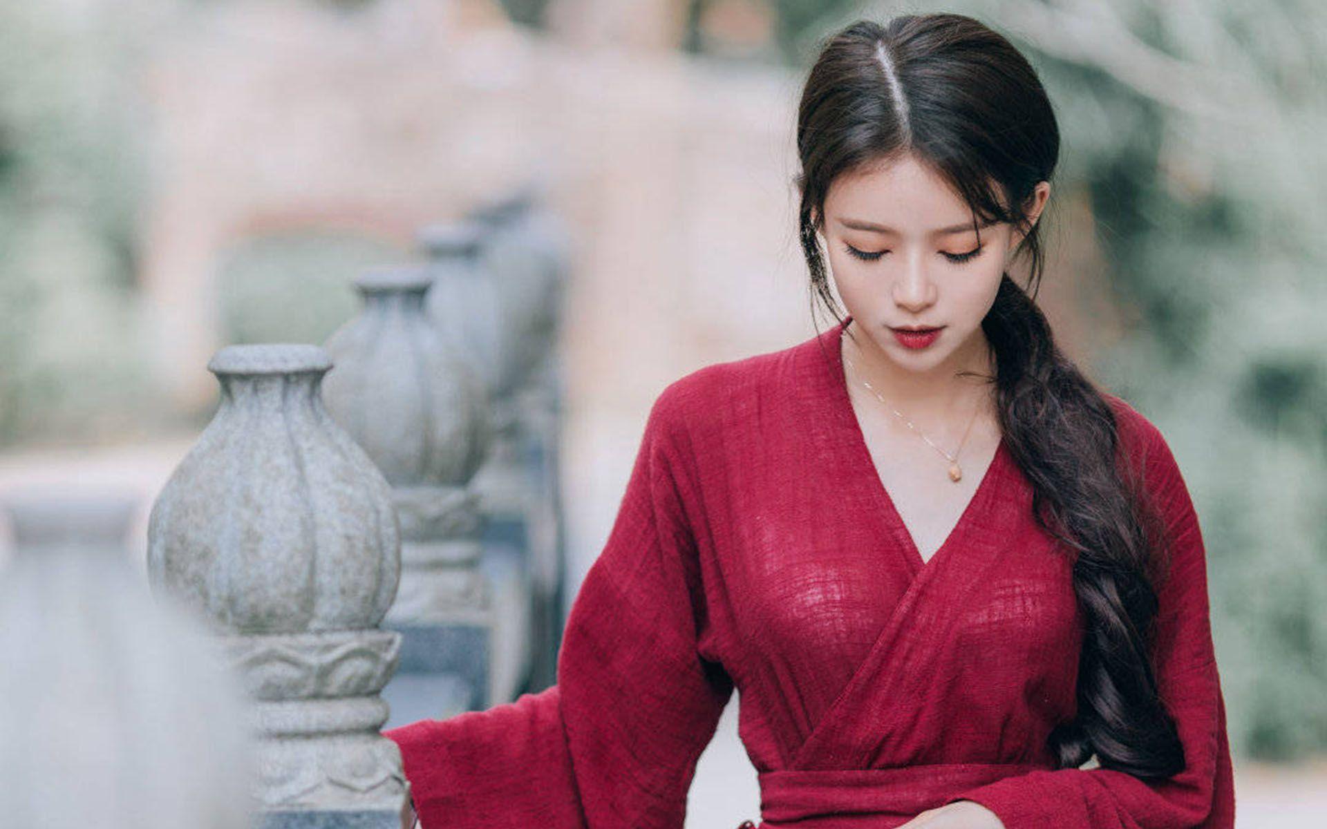 红衣古装美女性感高清桌面壁纸