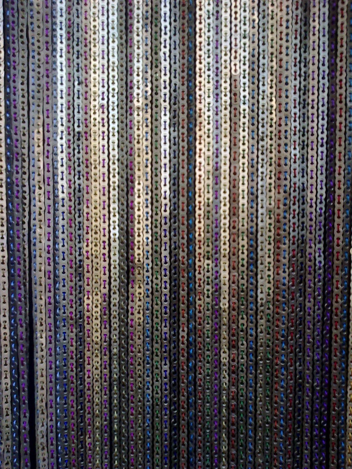 El arte de reciclar cortina hecha con chapas de latas de - Colores de cortinas ...
