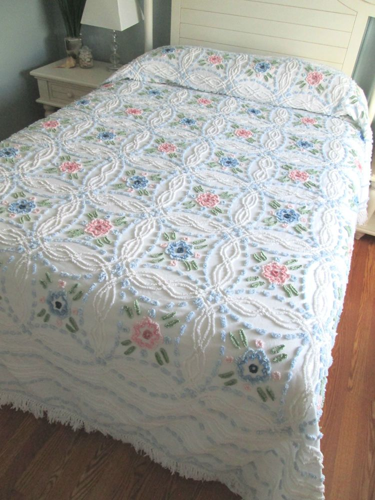 3ce42a32a5 VINTAGE CHENILLE BEDSPREAD POPCORN FLORAL WHITE QUEEN BEAUTIFUL QUICK  SHIPPER