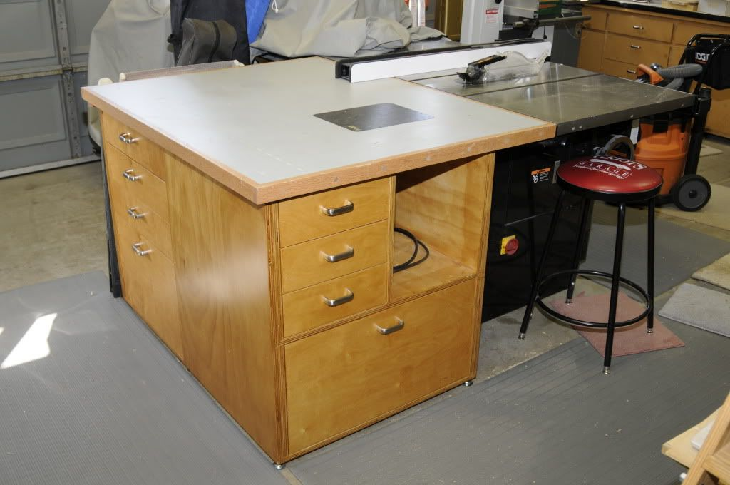 Outfeed Cabinet With A Router Table Table Saw Pinterest