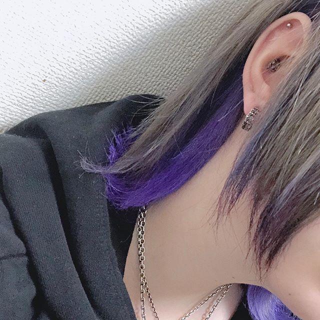 こはくまい笑はinstagramを利用しています 夜中に前より暗めの紫で入れ直した 前回よりも良い感じ ٩ ºwº ۶ ヘアカラー セルフカラー 紫 マニパニ 派手髪 Hair Color Self ヘア アイディア セルフカラー