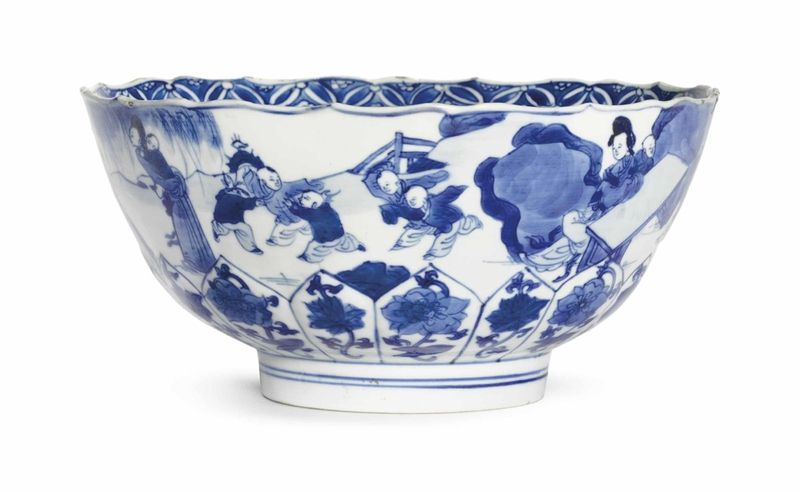 A blue and white lobed bowl, Kangxi six-character mark in underglaze blue within a double circle and of the