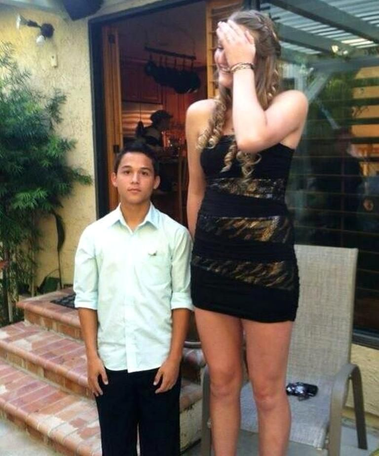 That guy is 5'1 and that girl is 6'6
